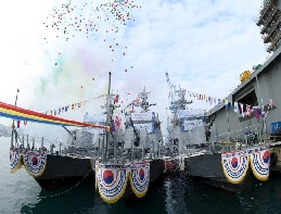 Navy Launches Three New 200-ton Class Patrol-boat Killer Medium ... 대표 이미지