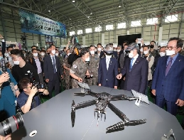 Minister of National Defense stresses the embodiment of high-tec... 대표 이미지